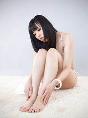 Yokoyama Natsuki legs pics - Japarn porn pics at JapHole.com