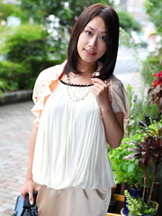 Asian gal Yayoi Yanagida shows off outdoors