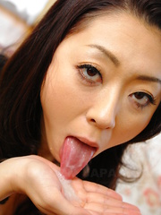 Asian slut Ruri Hayami sucks a nice pecker