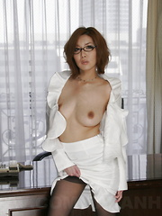 Stunning Japanese office girl Yuna Hirose - Japarn porn pics at JapHole.com