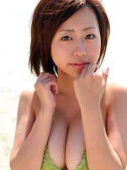 Hitomi Kitamura Asian with big knockers loves water on her body - Japarn porn pics at JapHole.com