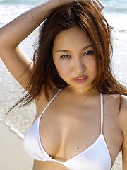Saori Yamamoto Asian shows big boobs in football bra in the park - Japarn porn pics at JapHole.com
